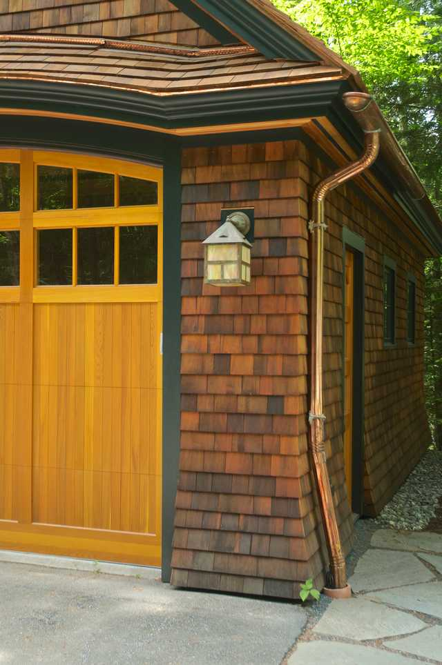 Cedar Carriage House and Garage Image 3 (Small)
