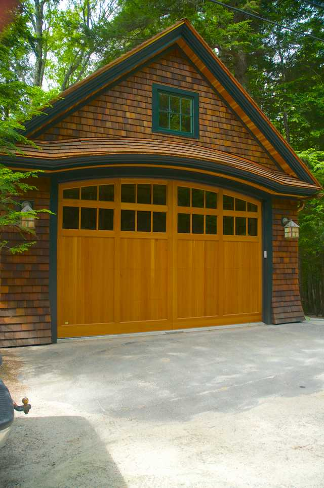 Cedar Carriage House and Garage Image 5 (Small)